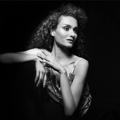 INVITÉE 51 Carline Parois, styliste cover