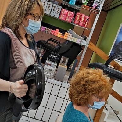 Les salons de coiffure sous pression ! cover
