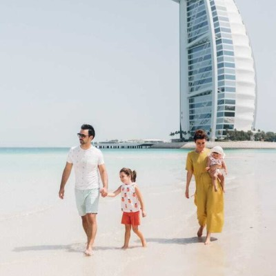 Coucou Les Filles #28 - Charlotte est prof de Yoga a Dubai - 12 05 2021 - StereoChic Radio cover