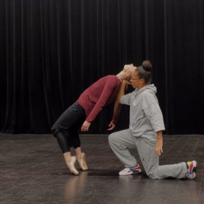 Retrouvailles chorégraphiques de deux danseuses confinées cover