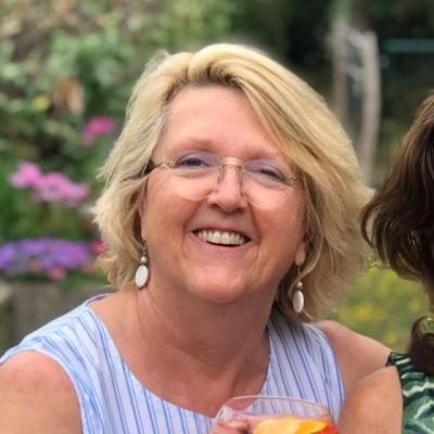 "Fiona présente son cabinet ExpartPartners, spécialiste des aspects ""immigration"" - 28 06 2021 - StereoChic Radio cover"
