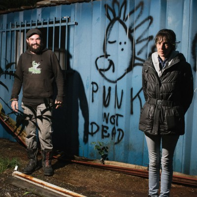 """image HORS-SERIE: Séverine & Fabien """"C'est pas parce qu'on vit dans rue, qu'on vit dans la m***e"""""""