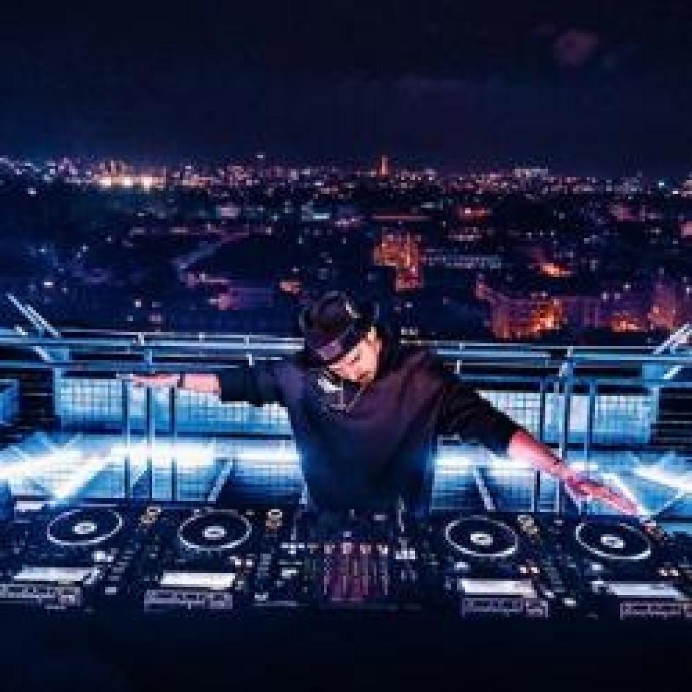 HAPPY HOUR DJ : MICHAEL CANITROT