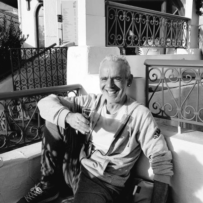 Gilles vient de s'installer à Minorque après avoir eu 2 coups de cœur - 10 02 2021 - StereoChic Radio cover