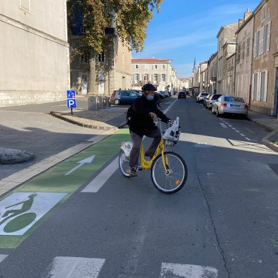 Brive, Bordeaux, Saintes, La Rochelle, Nantes... Le Tour de France de Camille cover