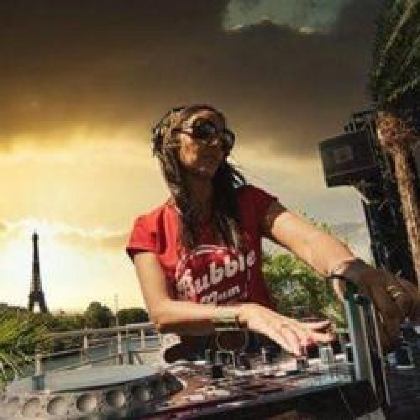 HAPPY HOUR DJ : NATALY K