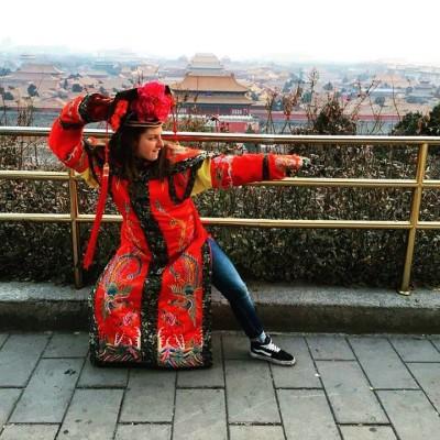 Thumbnail Image #7 – Carlyle poursuit ses études à Pékin pour ensuite s'expatrier à Taïwan