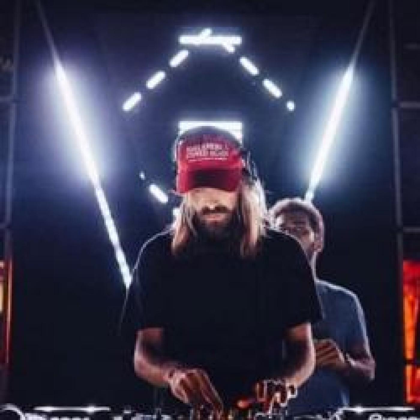 HAPPY HOUR DJ : BREAKBOT