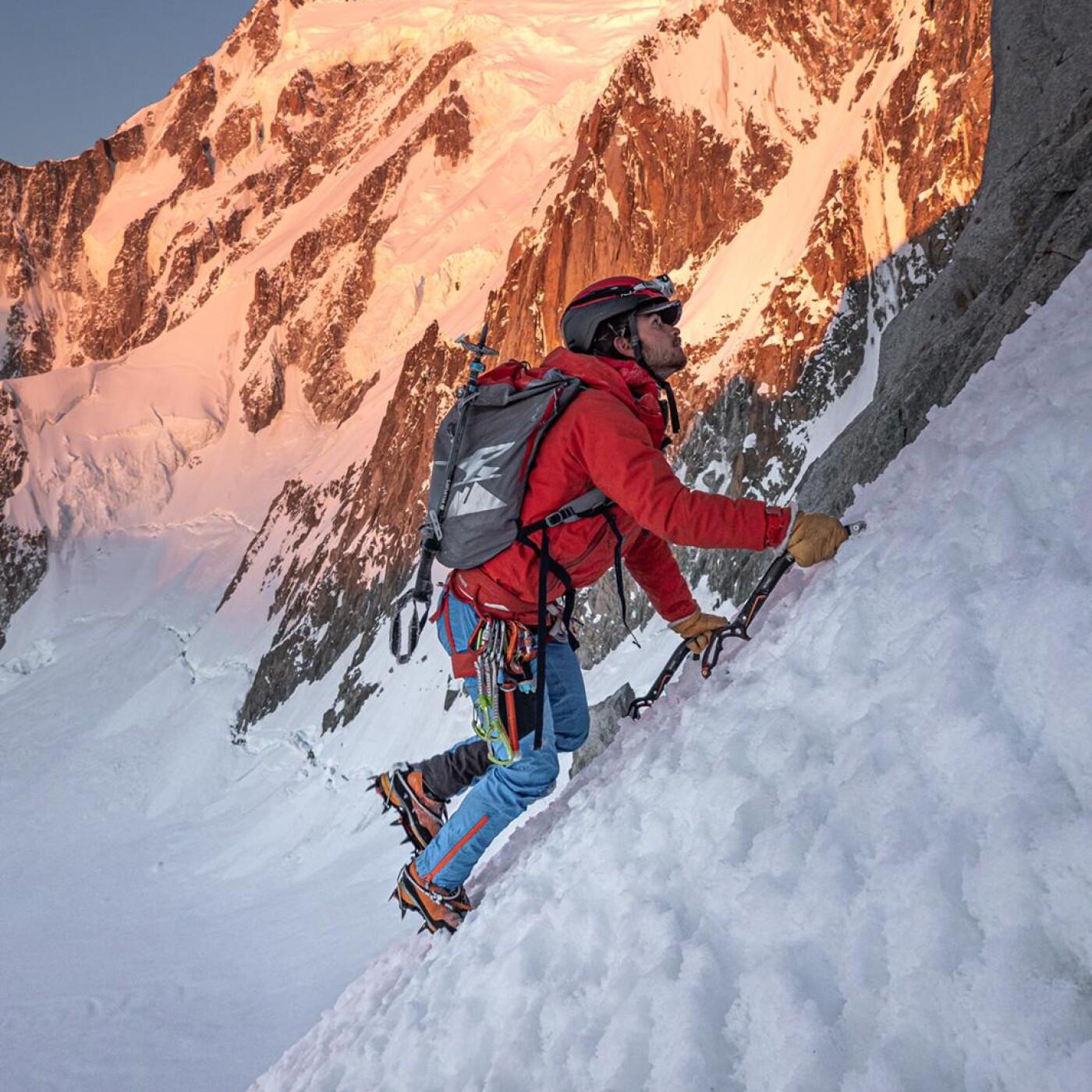 Nicolas Thellier 03 - préparation d'une course d'alpinisme - Globe Trotter Avril 2021 - StereoChic Radio
