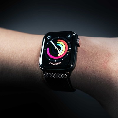 L'appli du jour, votre pass sanitaire sur l'Apple Watch - 31 08 2021 - StereoChic Radio cover