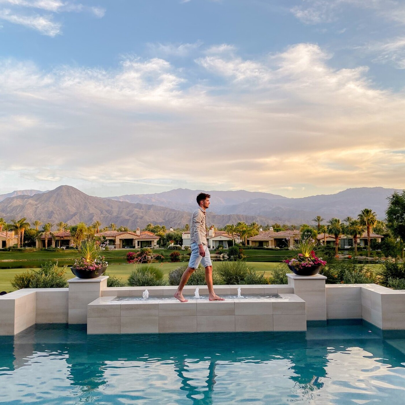 A 25 ans, Logan est installé à Palm Springs, USA, ou il est Swimming pool designer - 07 10 2021 - StereoChic Radio