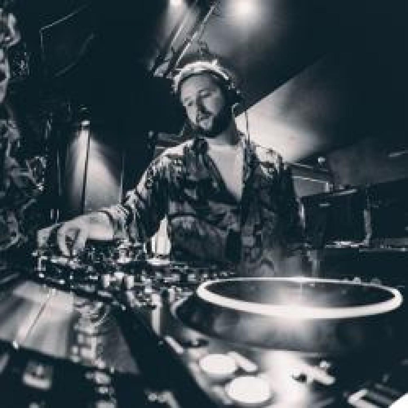 HAPPY HOUR DJ : KRAMDER