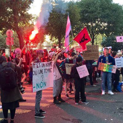 """image Marche Existrans : """"Sous les paillettes, la rage"""""""