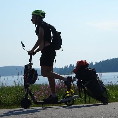 GlobeTrotter - Hervé parle de son périple de 100 jours en Laponie a trottinette - 28 09 2021 cover