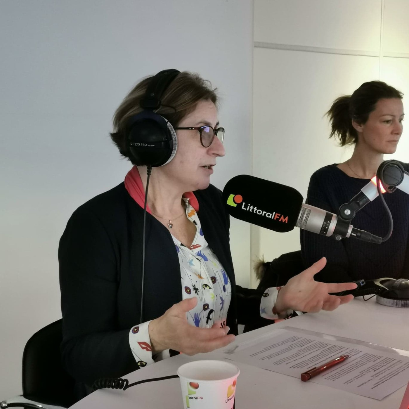 Hermeline Malherbe, présidente du département des PO au micro de Littoral FM.