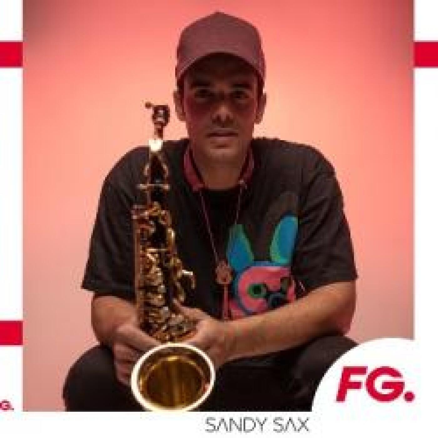 HAPPY HOUR DJ : SANDY SAX