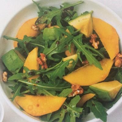 Salade de roquette, avocat, mangue et noix cover