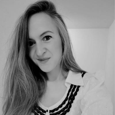 INVITÉE 49 Elisa Palmer Consultante en communication et relation presse cover