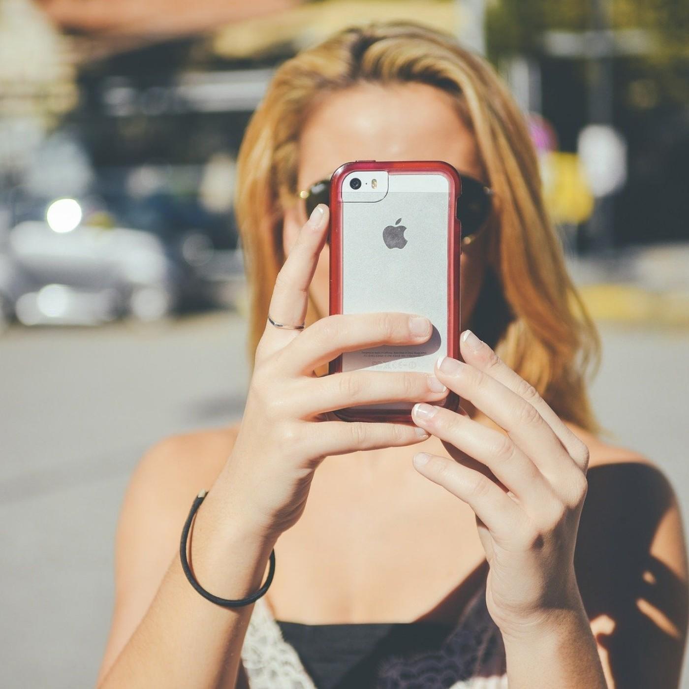 Smartphones : on a testé l'iPhone le moins cher !