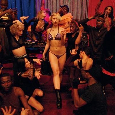 Humeur du jour, les gestes barriéres dans les clubs libertins - 12 05 21 - StereoChic Radio cover