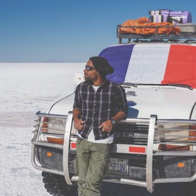 Mickatemmene prépare son sac à dos avant de partir pour un tour du monde de 16 mois - Globe Trotter 13 02 - Mars 2021 - StereoChic Radio cover