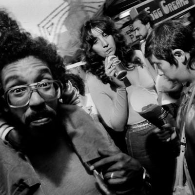 LaPhotoDeRomeo zoome sur le photographe NewYorkais Bruce Gilden - 13 04 21 - StereoChic Radio cover
