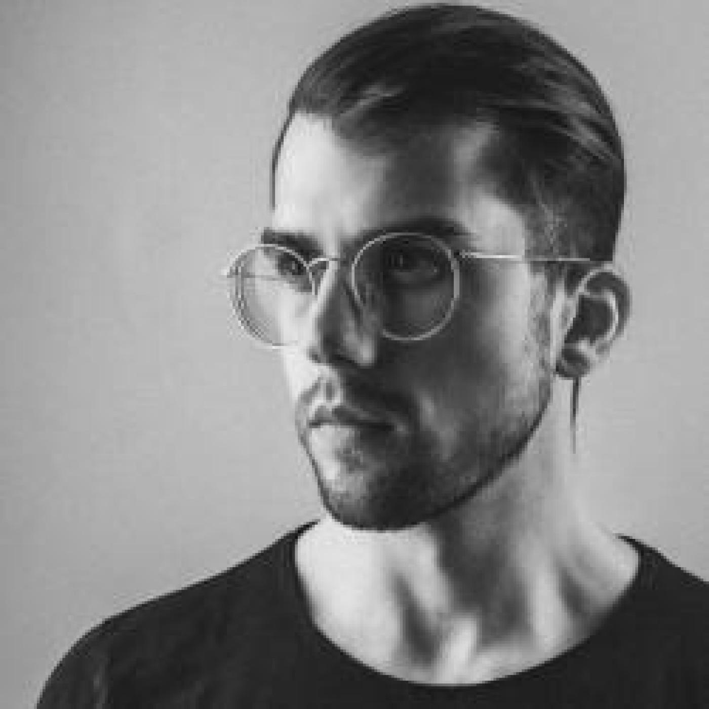 HAPPY HOUR DJ : STONE VAN BROOKEN