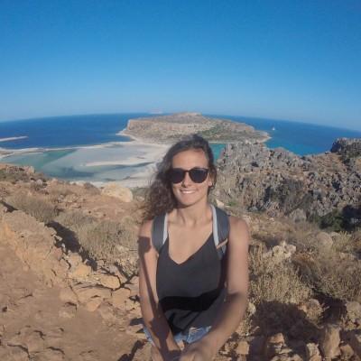 Marine vit pour les voyages, on la retrouve aujourd'hui au Portugal - 24 09 2021 - StereoChic Radio cover