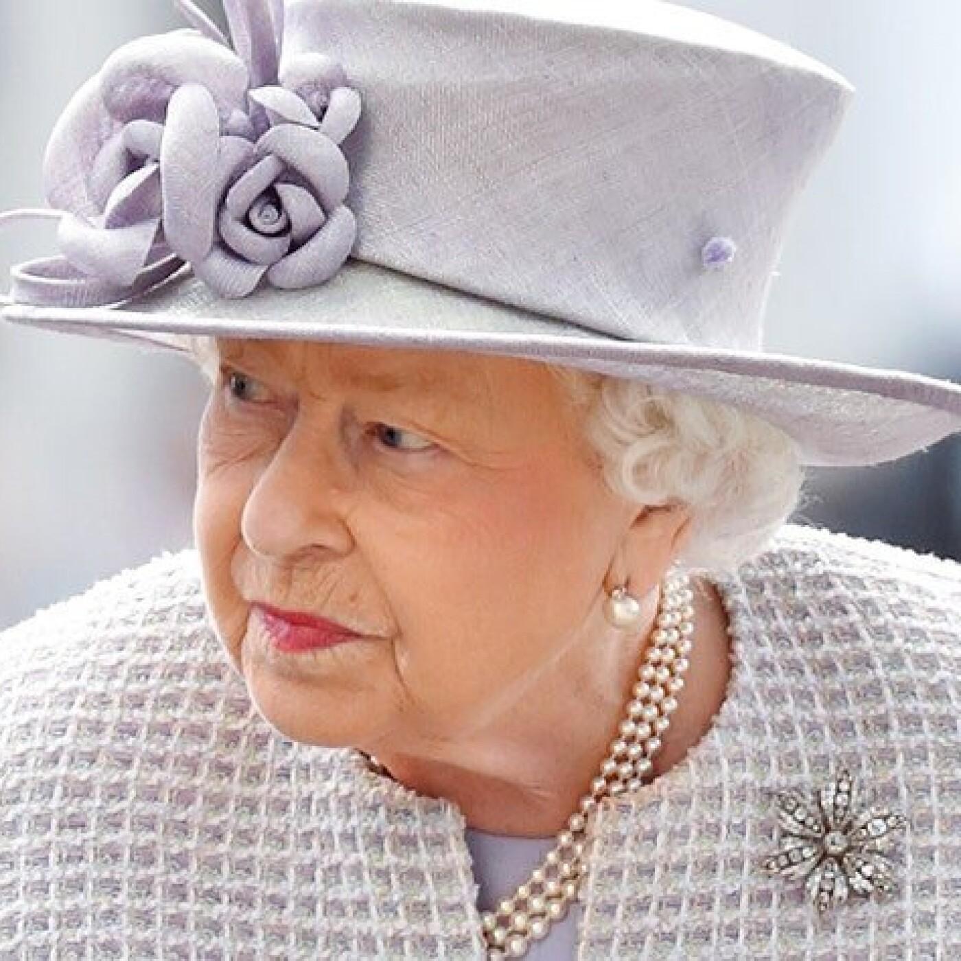 Un fan de la reine d'Angleterre lui écrit une lettre, elle lui répond !