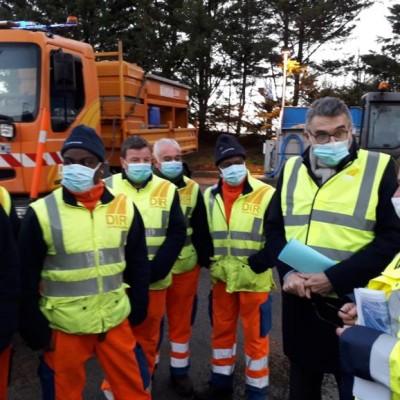 Assurez la sécurité des Femmes et Hommes en orange cover