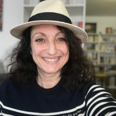 Sandrine à NewYork présente ses rencontres des Auteurs Francophones - 31 05 2021 - StereoChic Radio cover