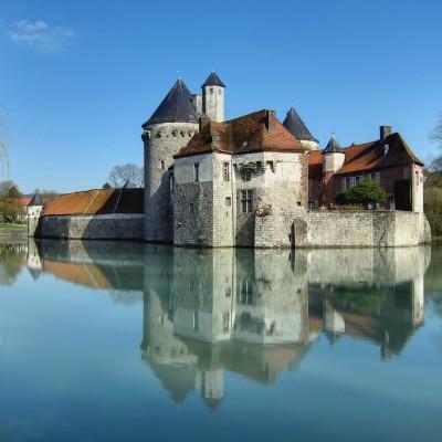Château d'Olhain : forteresse médiévale de caractère cover